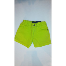 grüne kurze Hose